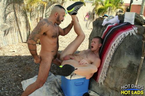 backyard-anal-grindr-sex